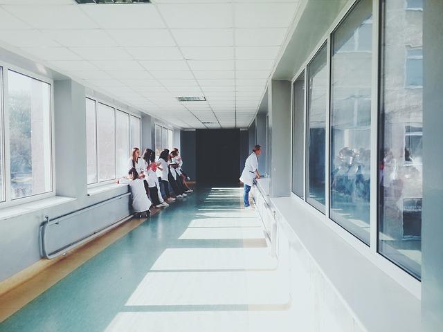 Cosa fa un infermiere specializzato in cure acute